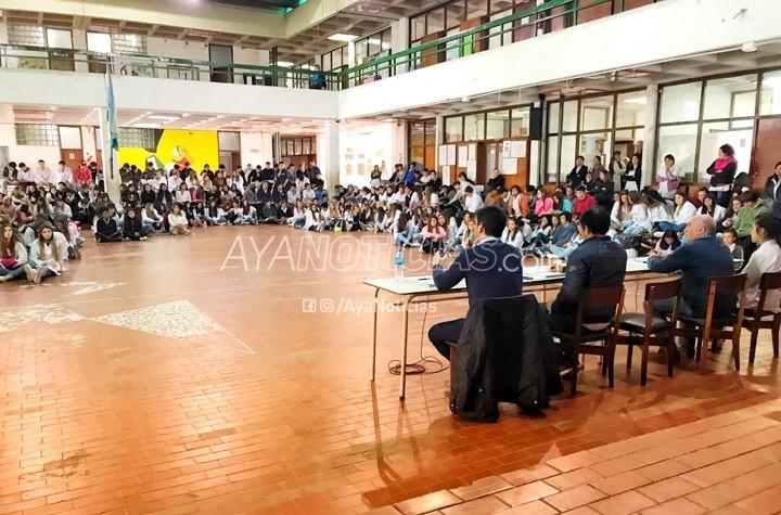 Candidatos debatieron con alumnos de la Escuela Media N° 1